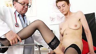 Awesome slim brunette spreads her legs for the gynecologist