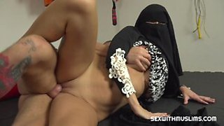 Kinky Niqab Muslim gets licked her wet pussy