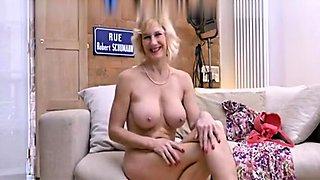 MILF Masturbate Her Big Pussy Clit