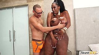 Amazonian black shemale having a steamy and filthy hotel sex