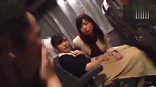 [JAV] Mother and daughter fucked in a bus