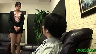 Japanese office beauty provides her vagina to her boss