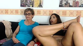 amateur charismabanks flashing boobs on live webcam