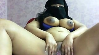 egypt arab babe loves fucking pussy on webcam
