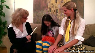 Maya and Alina wanna learn how to play with their pussies