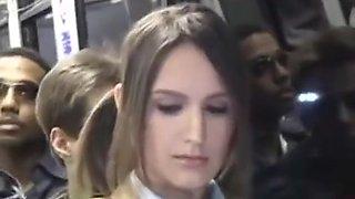 Belle etudiante baisee par un inconnu dans le bus
