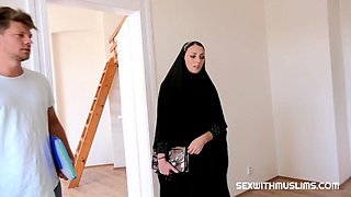 Czech muslim katy rose is looking for housing for her family