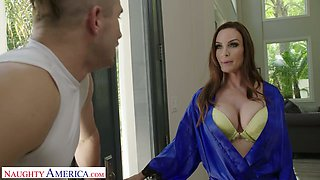 Stunning seductress Diamond Foxxx gives her head in the shower and gets her pussy fucked