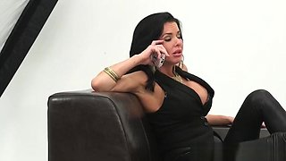 Bigtitted glamour model tugging before riding