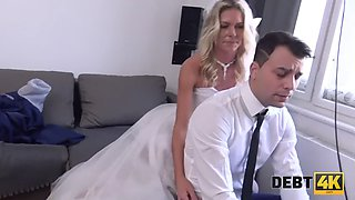 DEBT4k. Seductive dame uses her sexual charms to get rid of debts