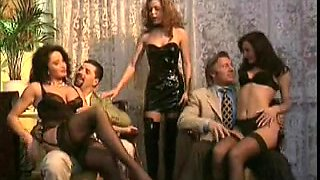 80 mins long vintage French porn movie with many scenes