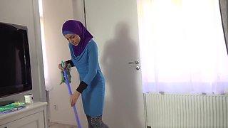 Lazy Muslim Maid Gets Hardcore Penetration