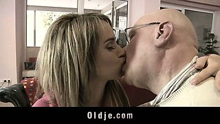 Catchy grandpa fucks delicious hot blonde